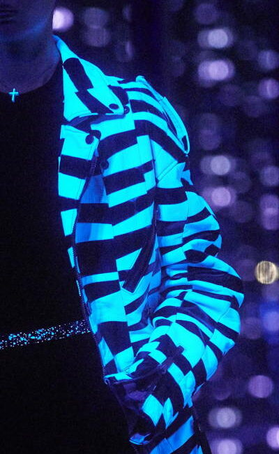 Black light project - Veste en cuir black light traitée par Invenio Flory pour Saint Laurent