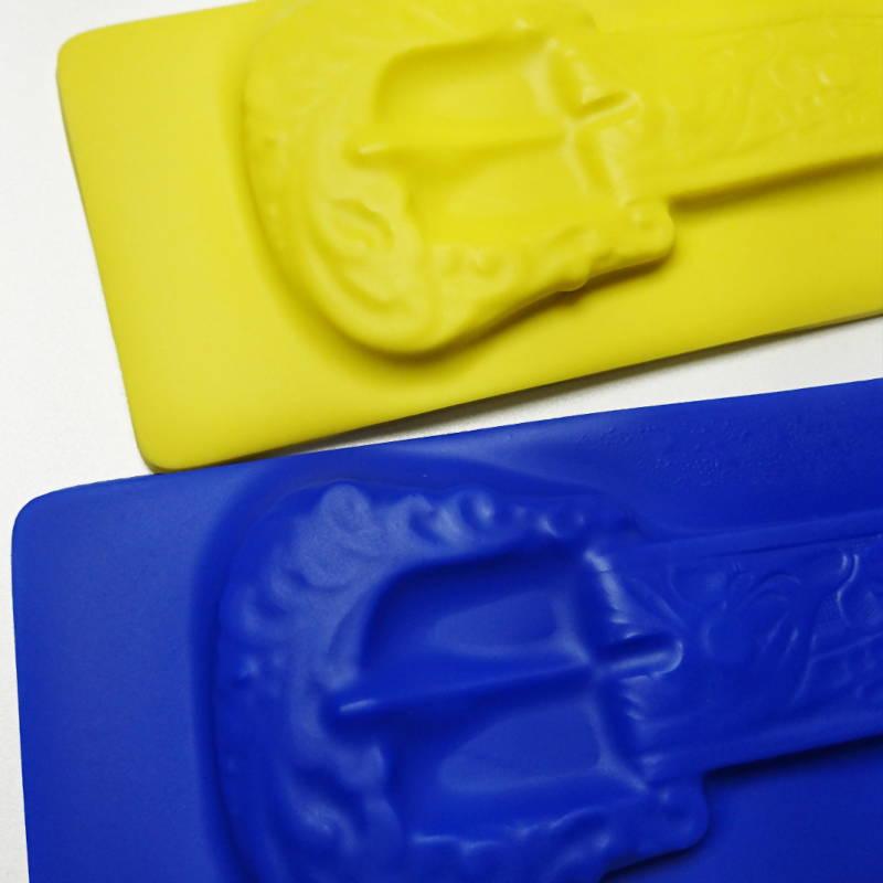 Flexi Exprimo - Ceintures en silicone créées par Invenio Flory pour Margiela