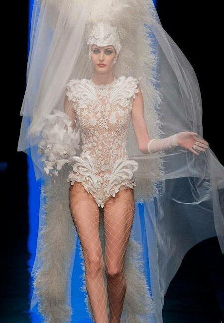 Papillons changeants - Broderie de la mariée Haute Couture JPG créée par Invenio Flory pour Jean Paul Gaultier