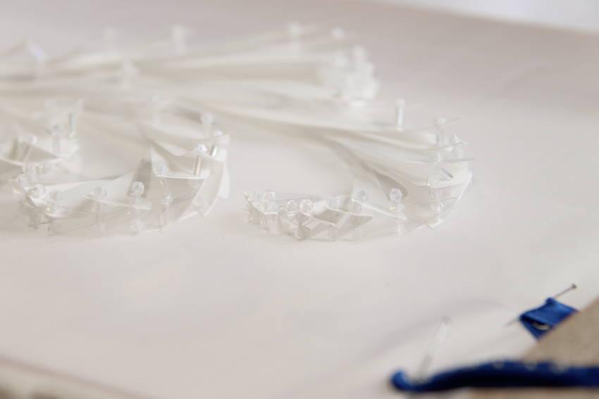 Papillons changeants - Broderie papillons en strate modèle mariée créée par Invenio Flory pour Jean Paul Gaultier