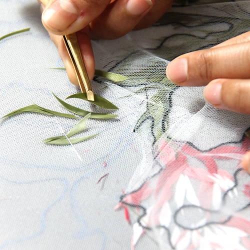 Plumasserie - Application plumes teintes - Invenio Flory
