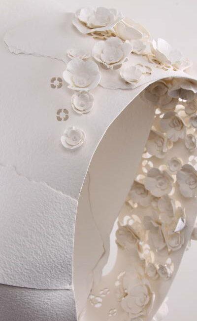 Sculpture de papier - Buste camélia créé par Invenio Flory pour la maison Chanel