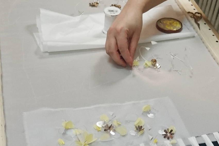Vibration - Broderie sur soie créée par Invenio Flory pour Adélie Métayer